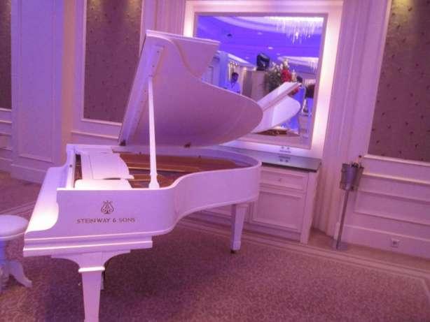 белый рояль в аренду, аренда рояля,