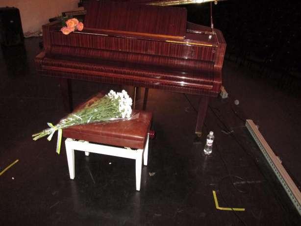 коричневый рояль для аренды